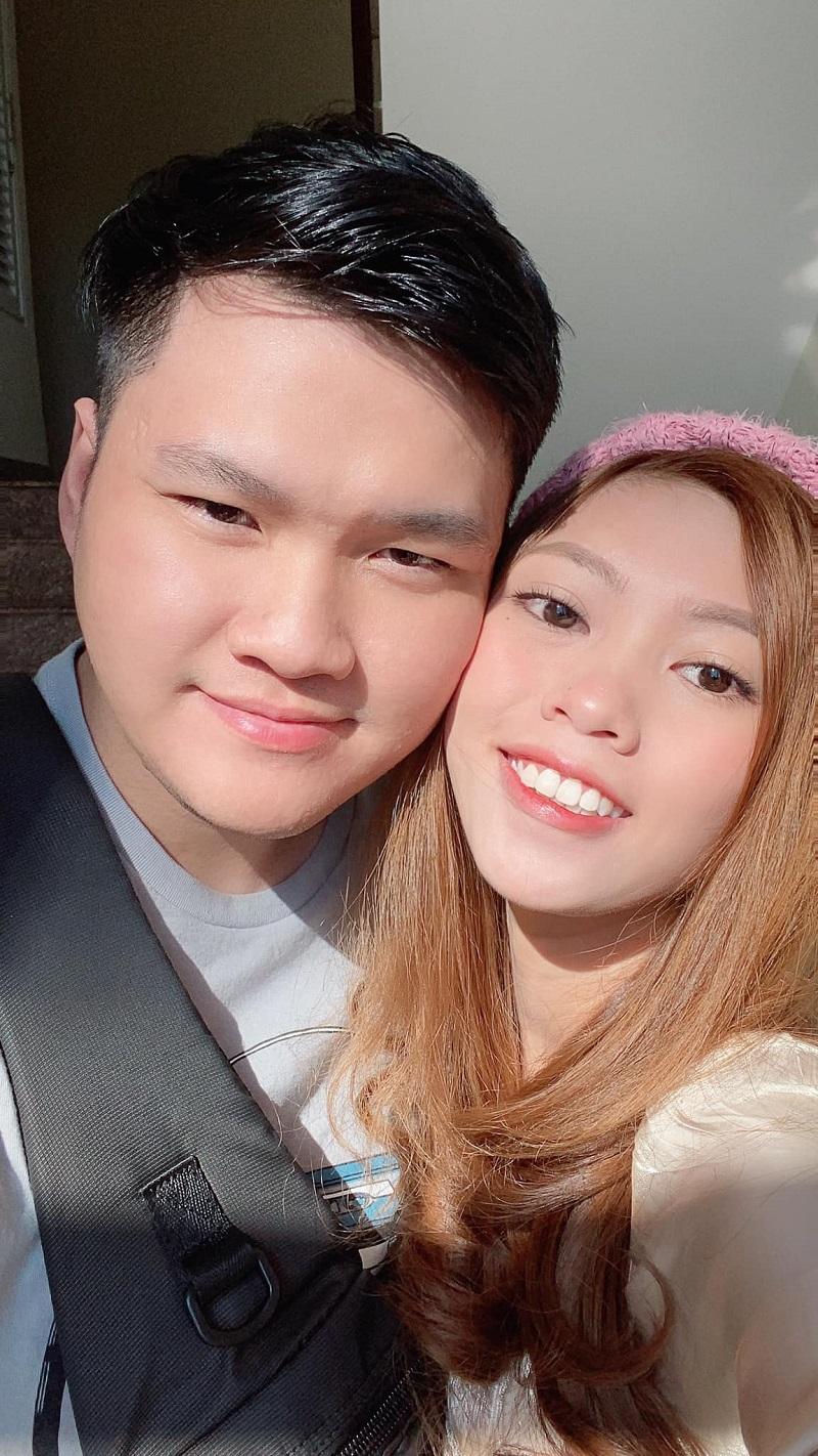Yêu nhau chỉ từ cái vẫy tay trên Facebok, cặp đôi quyết đính hôn ngay ở lần đầu gặp mặt