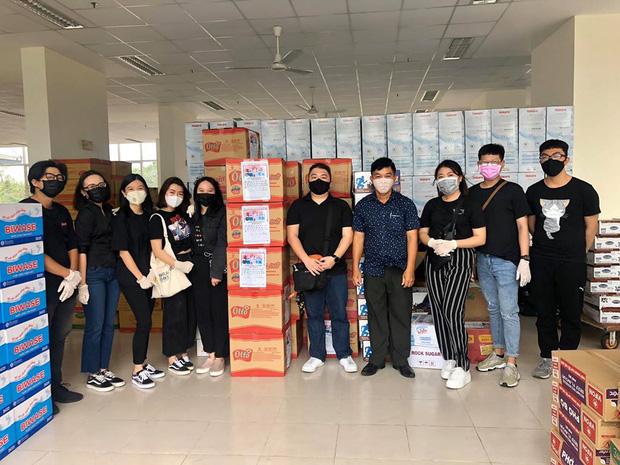 Tinh thần chung tay chống dịch của sinh viên: Tình nguyện dọn dẹp khu cách ly, quyên góp đồ ăn, nước uống, nhu yếu phẩm