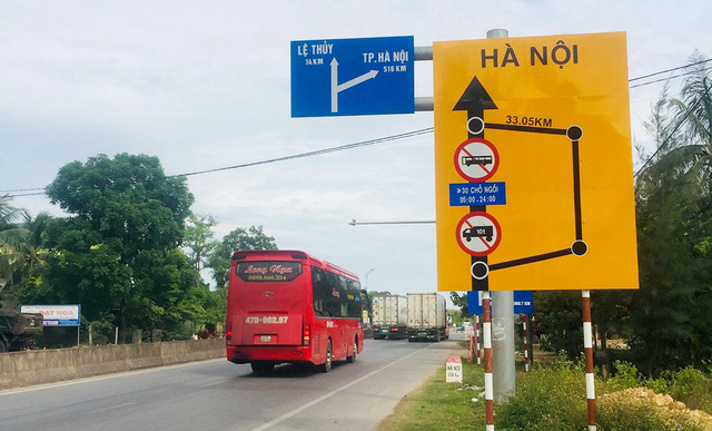 Hà Nội tạm dừng hoạt động xe hợp đồng, xe du lịch trên 9 chỗ