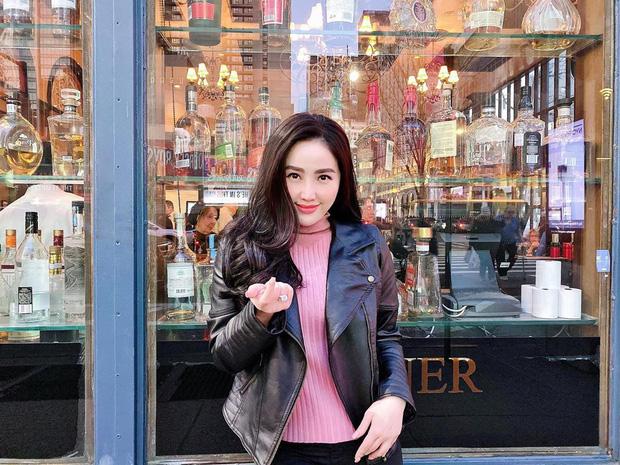 """Chẳng kém cạnh Ngọc Trinh, Bảo Thy cũng sở hữu phòng để đồ hiệu """"siêu to khổng lồ"""" chẳng khác nào store"""
