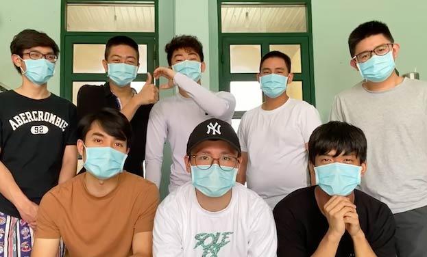 Có duyên hội ngộ, 8 anh chàng du học sinh cùng nhau sản xuất clip về cuộc sống khu cách ly
