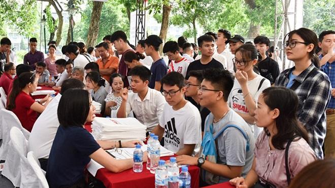 Phụ huynh và học sinh băn khoăn việc nhiều trường ĐH tuyển sinh bằng học bạ ngay trong tháng 4 khi đang cách ly xã hội