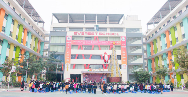 Một trường tư tại Hà Nội tự ý đưa ra mức học phí online cao khiến phụ huynh bức xúc