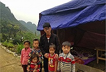 Nam sinh người Mông dựng lán trên núi cao bắt sóng 4G học trực tuyến: Quyết học đại học để giúp quê hương