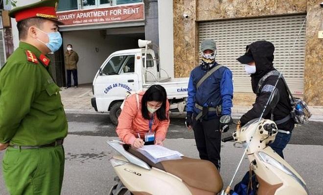 Chuyên gia y tế đề nghị phạt nặng người vô ý thức đổ ra đường giữa dịch bệnh
