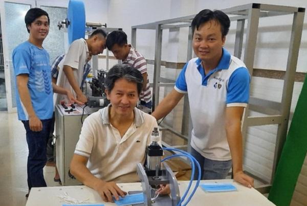 Chế tạo thành công máy làm khẩu trang y tế, ĐH Bách khoa TP HCM sẵn sàng chuyển giao sản xuất đại trà