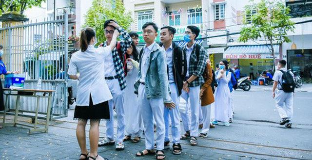 Đồng loạt 30 tỉnh thành cho học sinh quay trở lại trường học tập trung từ ngày mai 27/4