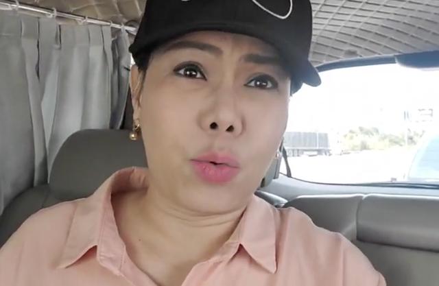 """Việt Hương: """"Có những người đáng tuổi con tôi, nhưng chửi tôi một cách rất mất dạy"""""""