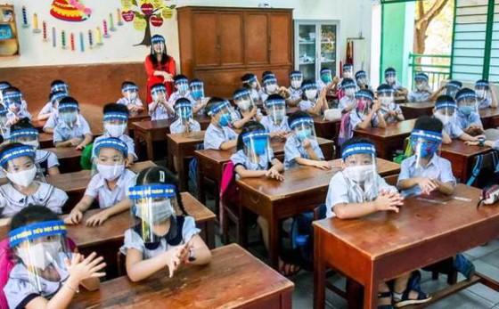 Học sinh đi học không bắt buộc đeo khẩu trang trong lớp, lớp học được mở điều hòa