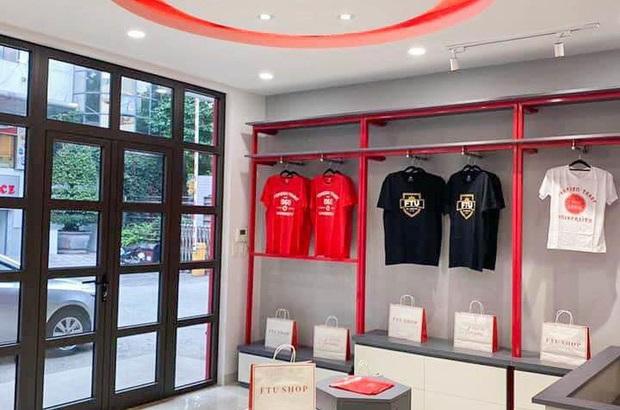 """ĐH Ngoại thương mở shop ngay trong trường với không gian """"sống ảo"""" làm nức lòng tín đồ mua sắm"""