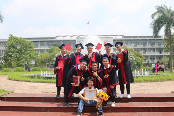 """Hội bạn thân Bách khoa """"cùng tiến"""": 5/17 tốt nghiệp xuất sắc, còn lại giỏi và đều thành đạt"""