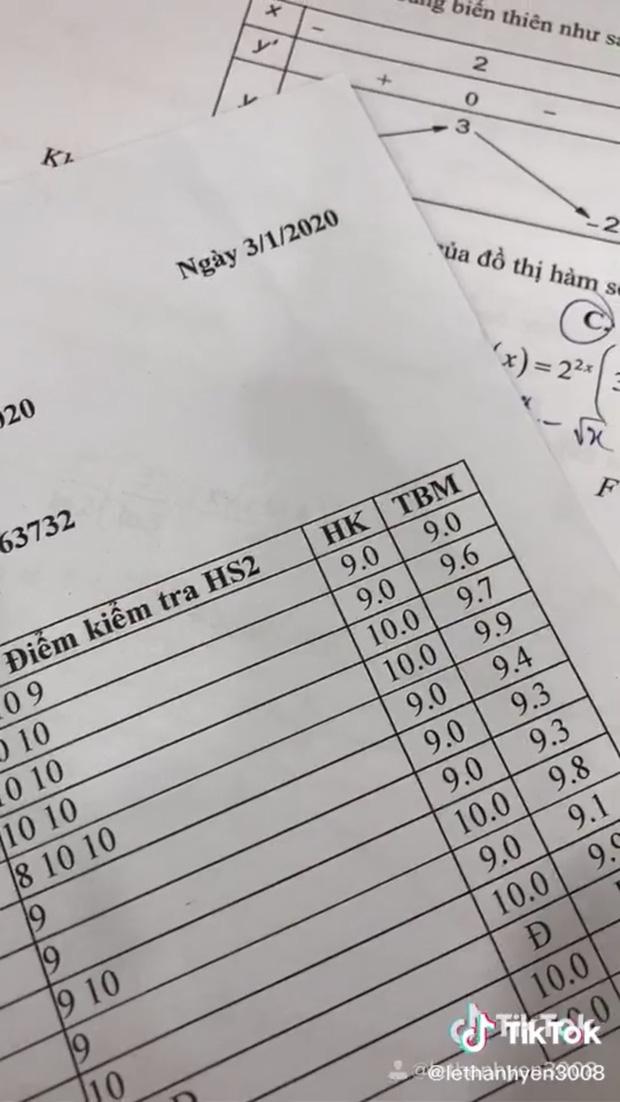Khiến dân tình choáng ngợp với bảng điểm toàn 9 với 10, nữ sinh trường Trần Phú tiết lộ đó mới chỉ là một phần thành tích