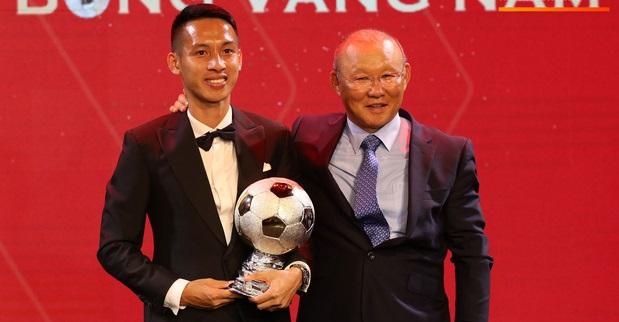 Đỗ Hùng Dũng giành Quả bóng vàng Việt Nam 2019, Văn Hậu lần thứ 3 liên tiếp là Cầu thủ trẻ xuất sắc nhất năm