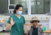 Bác gái bệnh nhân 17 xuất viện về TP HCM sau gần 3 tháng điều trị Covid-19