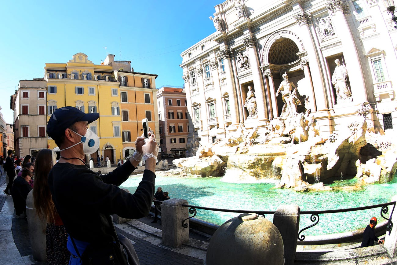Ý đã mở lại biên giới, cho phép khách du lịch quay trở lại các điểm tham quan mang tính biểu tượng như Đài phun nước Trevi của Rome