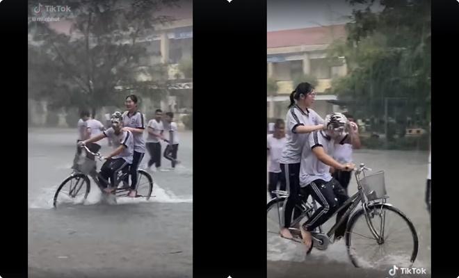 """Trường """"người ta"""" rủ nhau tắm mưa: Vừa đạp xe vừa gội đầu, quả là """"tiết kiệm nước cho ba má"""""""
