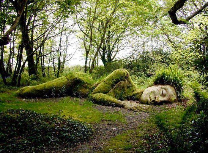 Kinh ngạc với tác phẩm điêu khắc sống thay đổi theo mùa trong khu vườn lớn nhất châu Âu