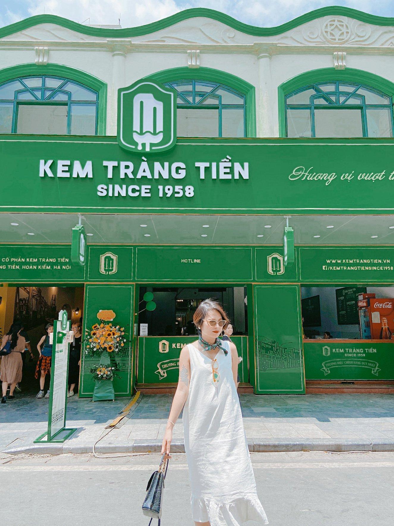 """Diện mạo mới của Kem Tràng Tiền chính thức ra mắt: Cả Hà Nội đổ về đây để  ăn kem và check-in """"sống ảo"""" - Photos & Travel"""