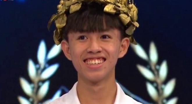 Nam sinh Quảng Trị vào chung kết Olympia sau phần thi về đích nghẹt thở