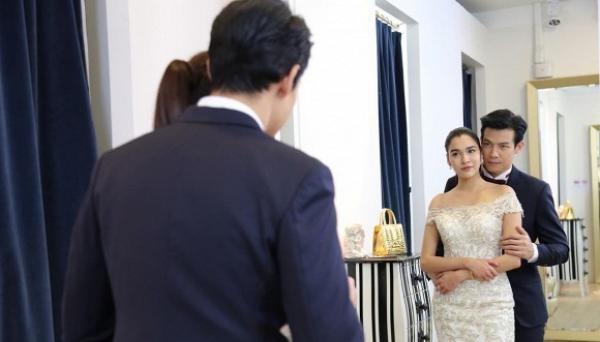 """Bối rối trong đám cưới người yêu cũ, tôi bất ngờ gặp sếp thì anh bỗng ôm chặt: """"Cho cô mượn tôi làm người yêu đấy!"""""""