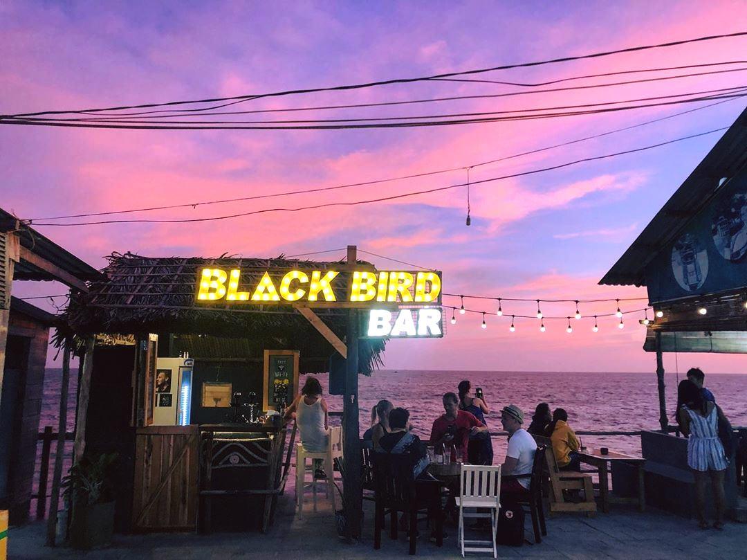 Ngắm hoàng hôn cực chill ở quán bar view biển siêu lãng mạn hot rần rật ở Mũi Né
