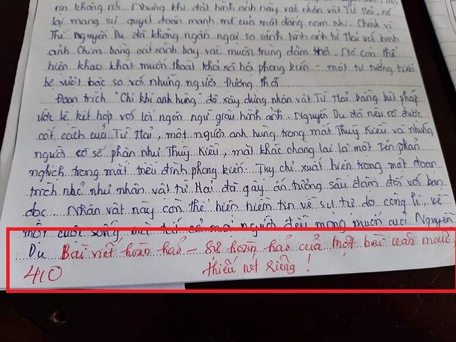 Chép nguyên văn mẫu trong bài kiểm tra, cô giáo phê một câu sâu cay làm học sinh mừng hụt