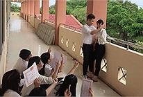 Bức ảnh gây tranh cãi về tình yêu học trò nhận