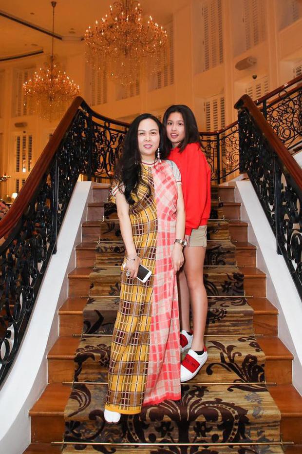 Nhan sắc xinh như hoa hậu, gu thời trang đẳng cấp của thế hệ F1 của dàn sao showbiz Việt