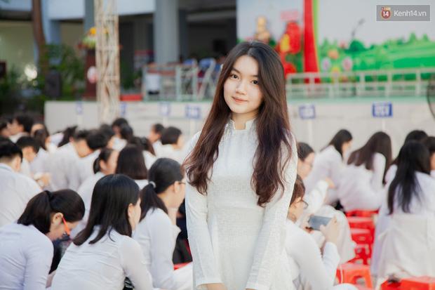 """Nữ sinh trường Gia Định """"tỏa nắng"""" cùng tà áo dài trắng trong ngày bế giảng cuối cấp"""