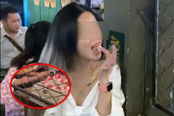 Cô gái chấm mút bánh kem bàn bên lên tiếng xin lỗi về hành động vô duyên: Mong bạn nữ kia tha thứ cho mình!