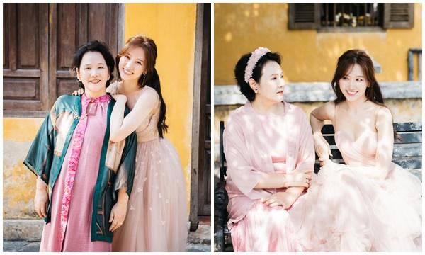 Hari Won tung bộ ảnh đầu tiên với mẹ ruột người Hàn, thừa nhận có lỗi với bà sau gần 4 năm kết hôn