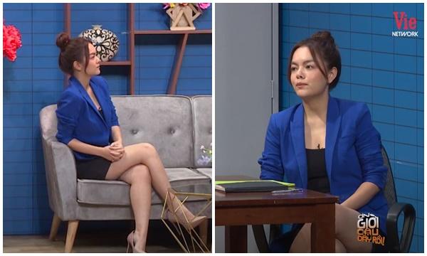 Lại chuyện váy áo lên sóng truyền hình: Phạm Quỳnh Anh diện bộ đầm ngắn cũn, dù chú ý điều chỉnh nhưng váy vẫn bị kéo đến sát đùi