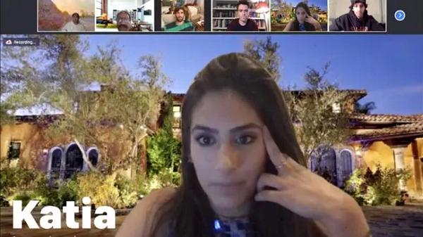 Quá chán cuộc sống cô đơn, nữ doanh nhân lên Zoom tìm bạn trai và đính hôn luôn qua hội thoại video