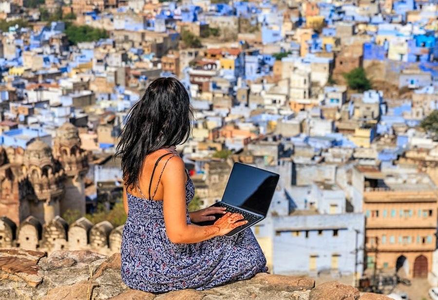 9 quốc gia có chính sách thị thực đặc biệt chào đón người làm việc từ xa nhằm phục hồi kinh tế du lịch