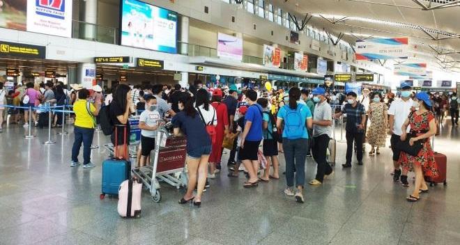Tour đến Đà Nẵng hủy hàng loạt, khách đổ dồn về sân bay rời thành phố