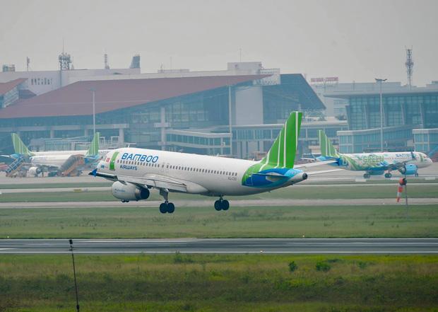 Trước diễn biến phức tạp của dịch Covid-19, các hãng hàng không giảm tần suất bay