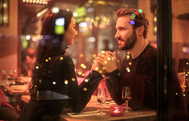 7 điều đáng chờ đợi khi hẹn hò với một người đàn ông lớn tuổi