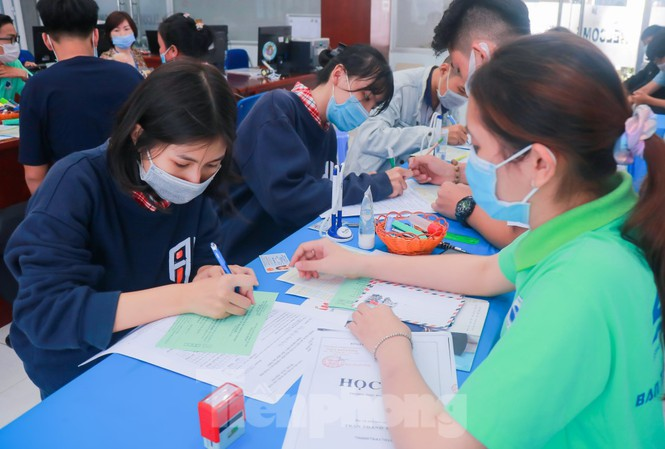 Nhiều trường đại học phía Nam công bố điểm chuẩn trúng tuyển học bạ