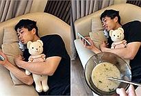 Mấy ai sướng như Công Phượng, chỉ cần nằm ôm gấu lướt điện thoại, được vợ
