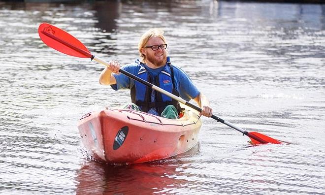 """Nhà thám hiểm một mình chèo thuyền Kayak vượt Thái Bình Dương trong 140 ngày: """"Tôi không đơn độc"""""""