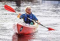 Nhà thám hiểm một mình chèo thuyền Kayak vượt Thái Bình Dương trong 140 ngày: