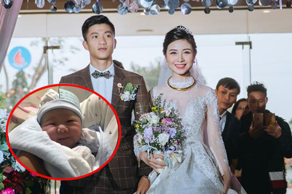 Bà xã Phan Văn Đức vừa sinh con gái đầu lòng, nhìn công chúa nhà chàng cầu thủ, dân mạng rần rần thả tim
