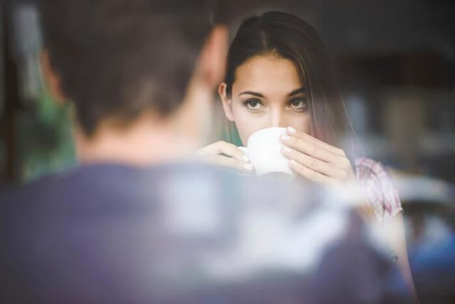 7 dấu hiệu nhận diện một người không có cảm xúc trong tình yêu