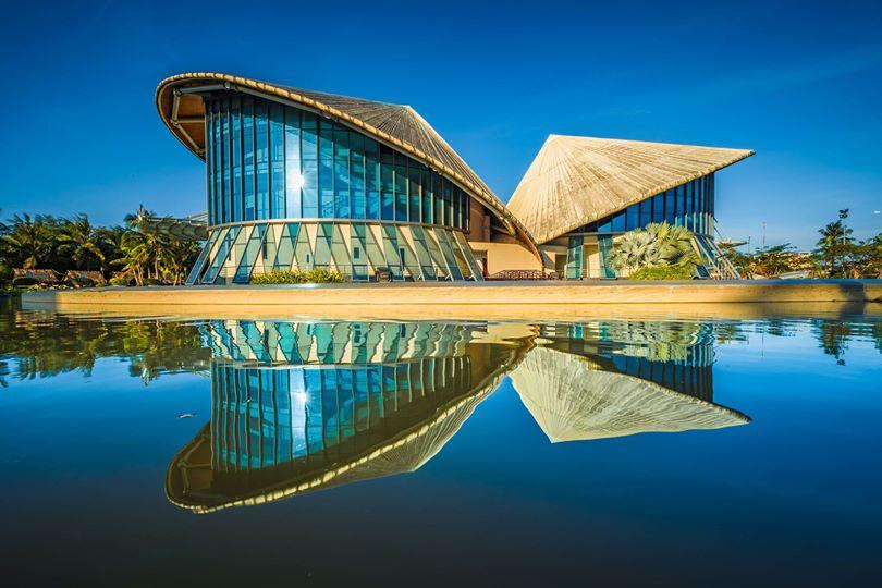 Mắt tròn mắt dẹt trước Nhà hát 3 nón lá ở Bạc Liêu lập kỷ lục lớn nhất Việt Nam