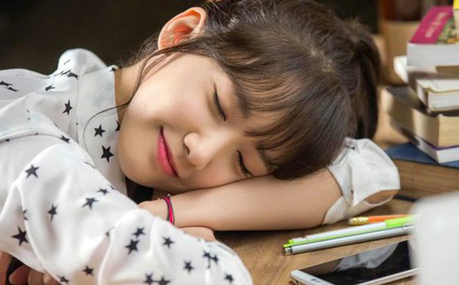 Nghiên cứu mới cho thấy ngủ trưa trên 1 tiếng đồng hồ không tốt cho sức khỏe tim mạch