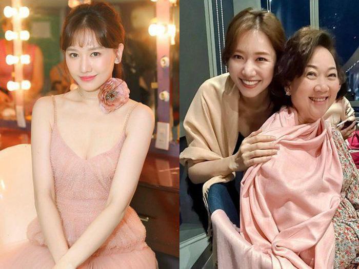 """Hari Won gây tranh cãi khi bắt Trấn Thành lựa chọn giữa mẹ và vợ ai xinh hơn, trả lời kiểu gì cũng """"toang"""""""