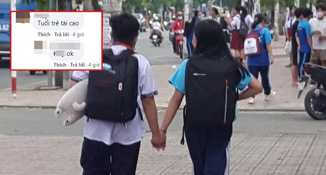 """Hình ảnh đôi bạn học trò nhỏ nắm tay nhau đi học về khiến đàn anh đàn chị được phen """"phát hờn"""""""