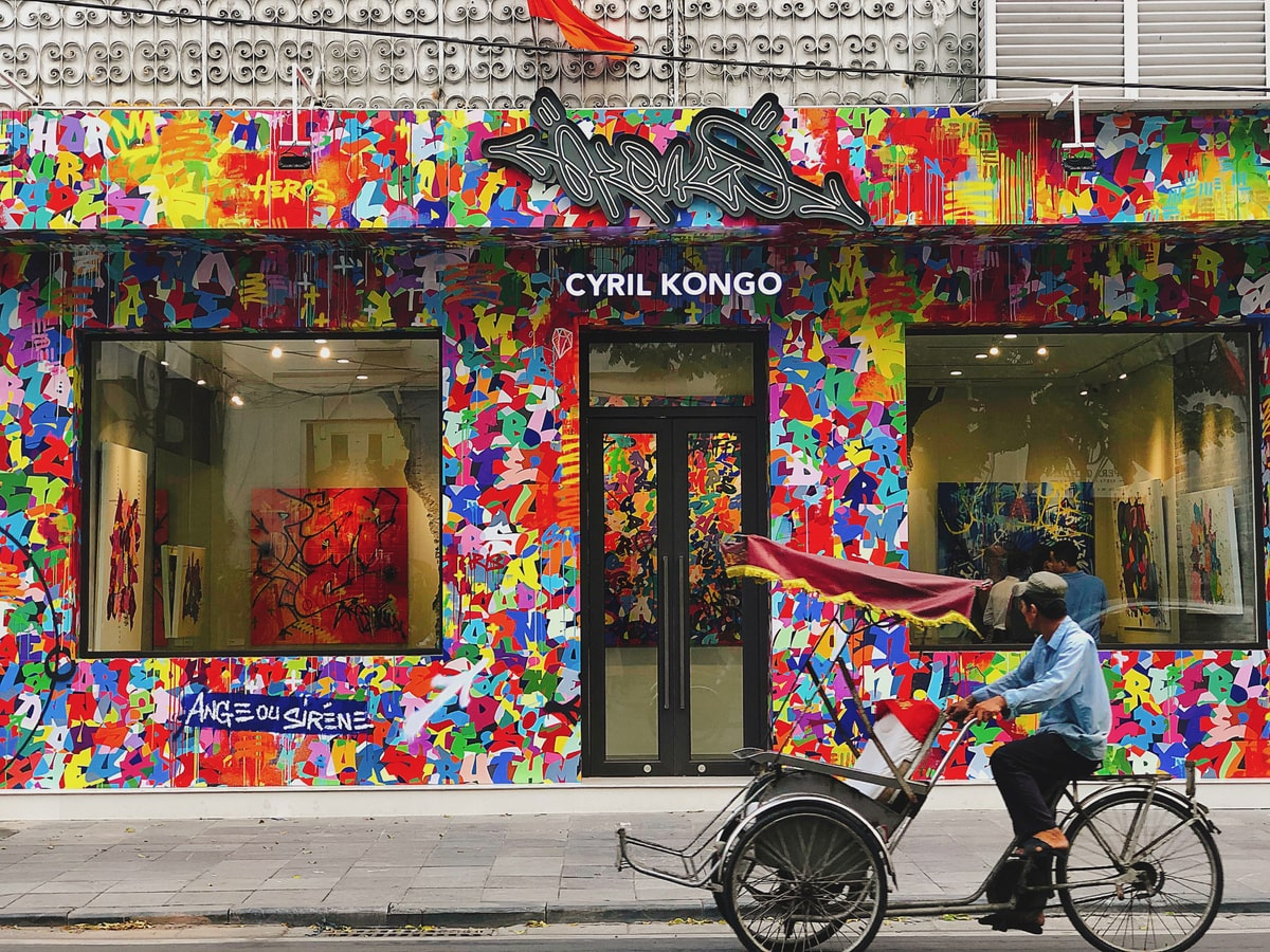 Check in nghệ của nghệ tại nơi trưng bày bức tranh hàng tỷ đồng của nghệ sĩ graffiti gốc Việt