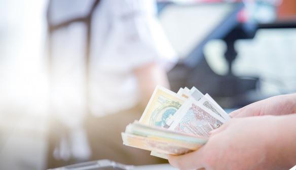 Nên tiết kiệm tiền hay đầu tư trong thời điểm kinh tế toàn cầu bất ổn?