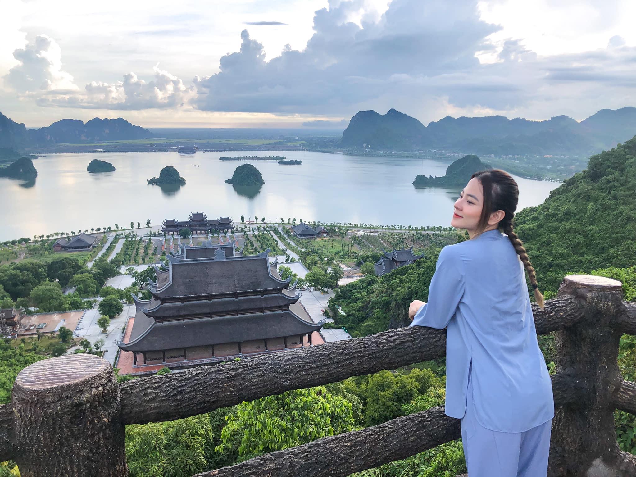 """Được ví như """"Hạ Long phiên bản trên cạn"""" nhưng quần thể Tam Chúc không chỉ có non nước sơn thủy hữu tình, muốn biết hết thì về Hà Nam nhé."""